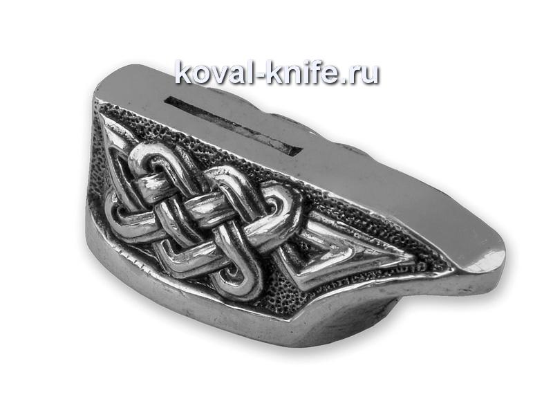 Литье для ножа 483 Гарда. Высота овала со стороны рукояти 26мм. Длина 12,5мм.